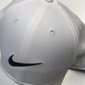 Nike Accessories - NIKE Mens White / Black Baseball Hat